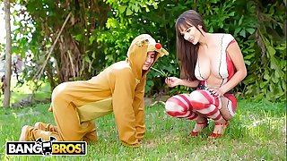 BANGBROS - Sexy Mrs. Claus aka Lexi Luna Gets Her Fix From Ricky Spanish