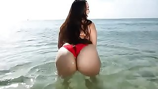 Big Ass Babe Alycia Starr gets Naked Miami Beach